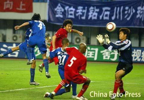 图文:中超第16轮-联城1-1西安 维森特进球瞬间