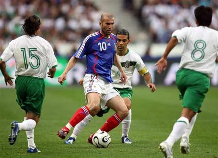 图文:热身赛法国1-0墨西哥 齐达内尽显脚功