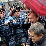 俄同性恋游行向二战英雄墓献花起冲突