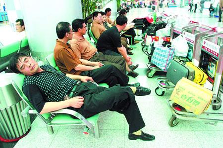 东航航班延误16个小时后抛弃乘客飞走 旅客索赔