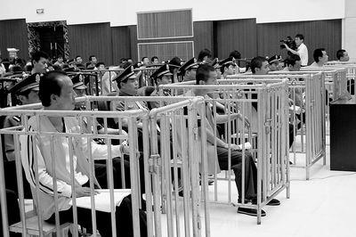 河南周口涉黑第一案13人被控聚众淫乱等7宗罪