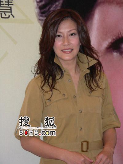 气质美女陈慧珊上海代言 长发披肩妩媚动人