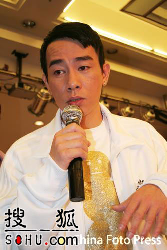 陈小春代言发布会迟到 被众商家指耍大牌(图)