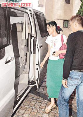 街坊告密爆17岁梁洛施38岁陈辉阳忘年恋(图)
