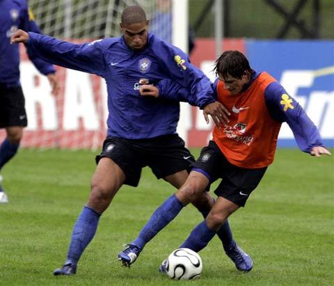 巴西队备战世界杯 阿德对抗埃德米尔森图片