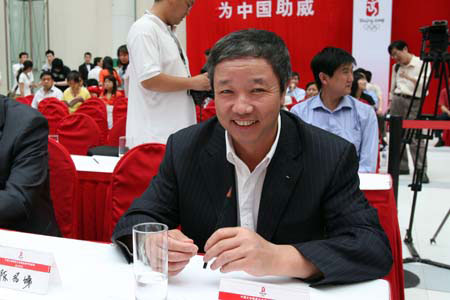图文:文体明星助威北京奥运 于再清出席