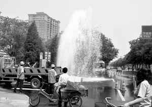 """水阀跑水造""""喷泉""""(图)图片"""