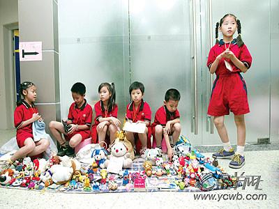 儿童跳蚤市场(组图)-搜狐新闻