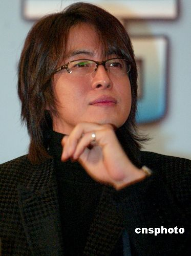 名导爆韩星内幕 裴勇俊眼镜遮丑蔡琳整容失败