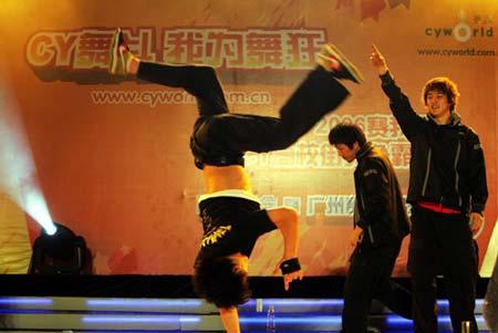 顶级街舞组合Gambler助阵Cy舞斗(图)