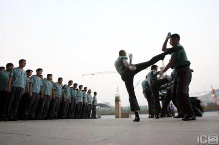 重庆首次举行保安比武上岗 2000名保安参加