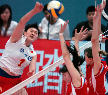 图片:女排精英赛北京站 王一梅场上扣球