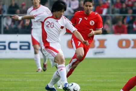 独家图片:中国1-4兵败瑞士 大羽带球突破