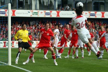 独家图片:中国1-4兵败瑞士 郜林鱼雷攻击