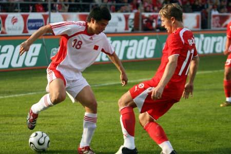 独家图片:中国1-4兵败瑞士 董方卓边路进攻