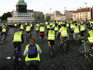 法国自行车节 号召人们采用环保的交通方式