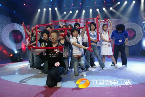 """杭州唱区20进10现场图-开场""""红绸舞"""""""