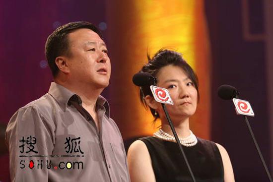 晚会现场:评审团主席尤小刚致词