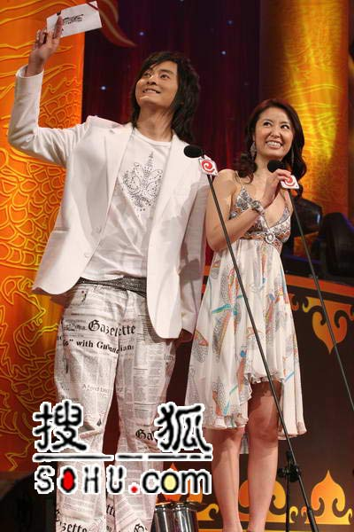 晚会现场:郑元畅、林心如担任颁奖嘉宾