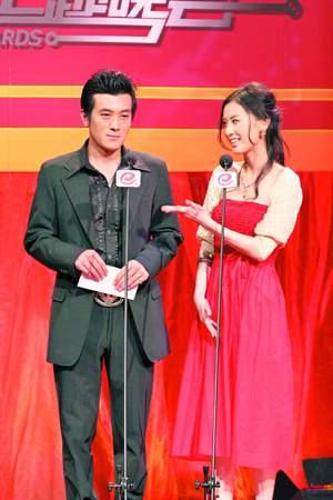 中国剧中国造颁奖礼 杨子黄圣依回应绯闻(图)