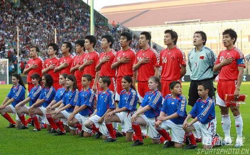 图文:法国VS中国热身赛 中国队的首发阵容