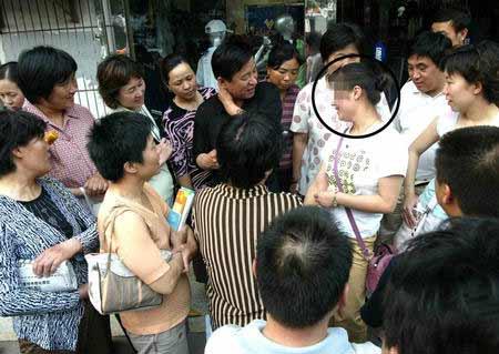 """济南警方抓获""""高考试题内部密卷""""兜售者(图)"""