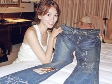 林志玲爱心送印尼 捐签名裤肖像手袋拍卖(图)