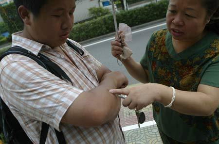 企业家让儿子从佛山走回深圳 为培养其为接班人