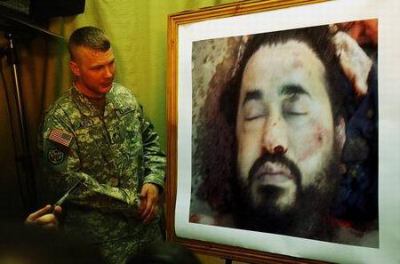 图文:美军展示扎卡维毙命后照片