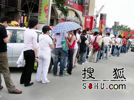《梦想中国》北京赛区:报名现场人山人海