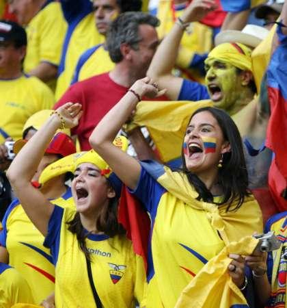 图文:世界杯波兰vs厄瓜多尔 球迷赛前欢呼