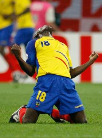 图文:波兰0-2厄瓜多尔 队员庆祝进球