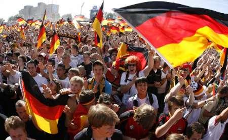 图文:德国4-2哥斯达黎加 德国球迷欢庆胜利