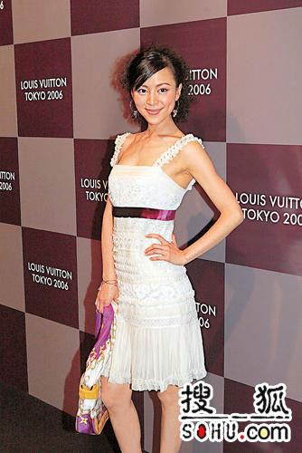 众女星出席时尚活动 徐静蕾与模特撞衫(组图)