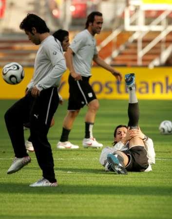 图文:伊朗队世界杯赛前集训 队员状态良好