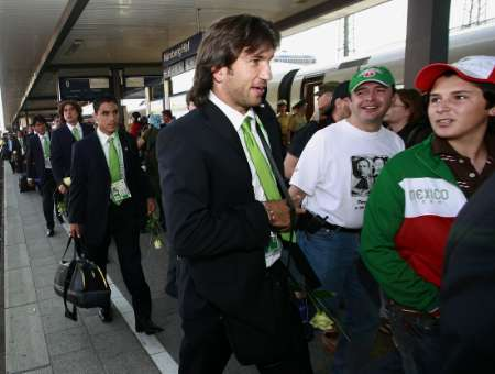 组图:墨西哥队抵达纽伦堡 将对阵伊朗