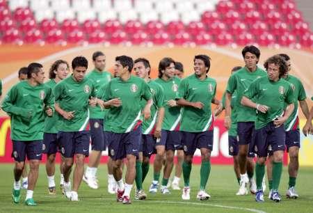 组图:明晨迎战伊朗 墨西哥队赛前训练