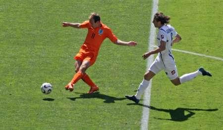 图文:荷兰vs塞黑 鲁本进球瞬间