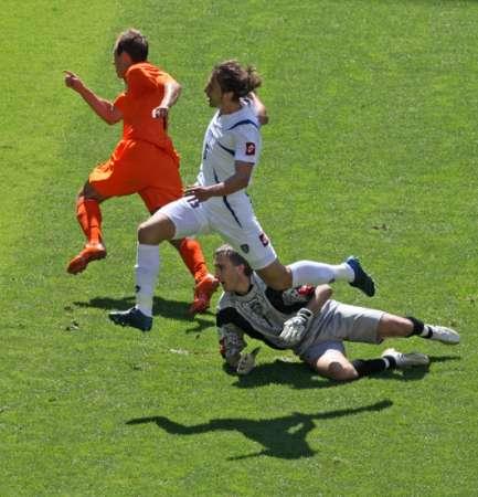 图文:荷兰vs塞黑 鲁本攻城拔寨