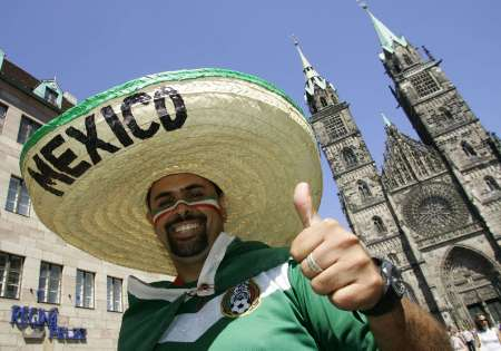 组图:墨西哥vs伊朗 墨西哥球迷赛前风采