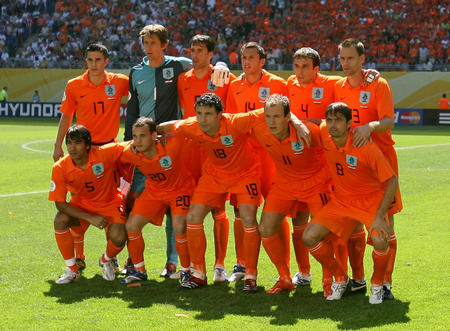 图文:塞黑0-1荷兰 荷兰队的首发阵容