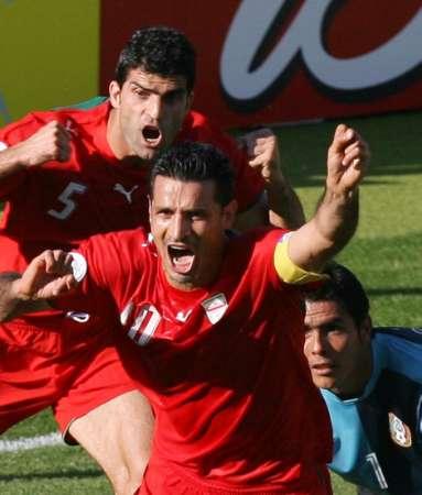 组图:墨西哥VS伊朗 伊朗队员互相庆祝进球