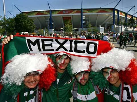 图文:墨西哥3-1伊朗 墨西哥球迷街边庆祝胜利