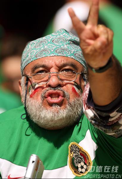 图文:墨西哥3-1伊朗 现场伊朗球迷为球队加油
