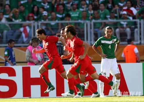图文:墨西哥3-1伊朗 伊朗队庆祝进球