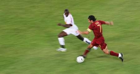 图文:安哥拉VS葡萄牙 菲戈单刀直入