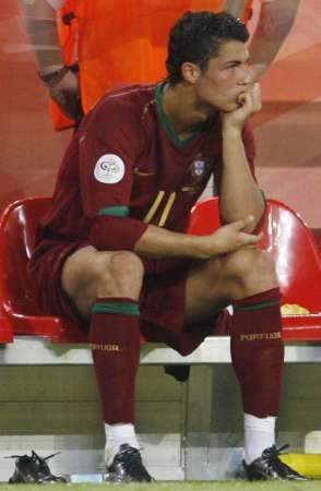 组图:安哥拉VS葡萄牙 C-罗:为什么要我下来