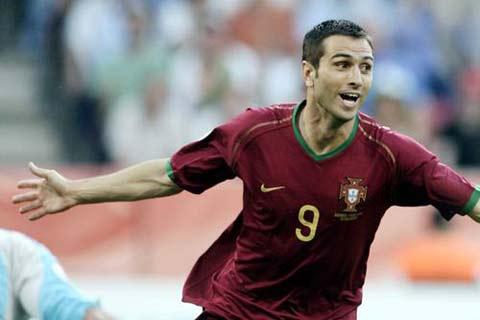 图文:安哥拉0-1葡萄牙 保莱塔庆祝进球