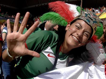 图文:墨西哥3-1伊朗 墨西哥球迷为球队加油