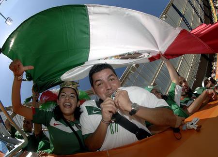 图文:墨西哥3-1伊朗 热情的墨西哥球迷